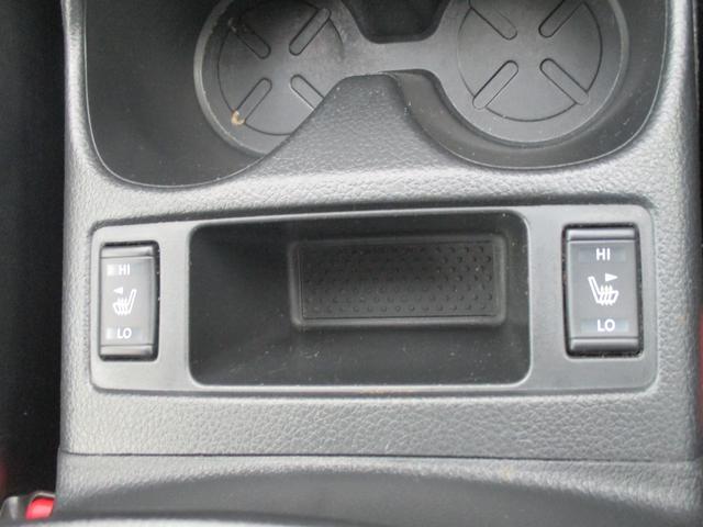 シートヒーターも付いてます。カップホルダーはエアコンの風が出てくるので飲み物を冷やしたり温めたりも出来るので便利ですね♪