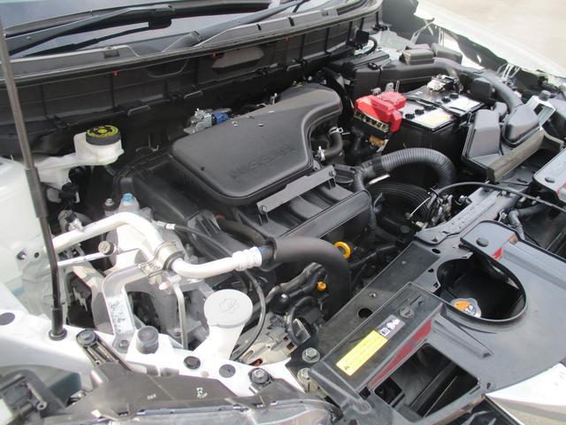信号待ちなどではエンジンが自動停止して燃料を節約します。再始動もブレーキを離すと瞬間始動!自動だから不安もありません♪エコカーの定番ですね。