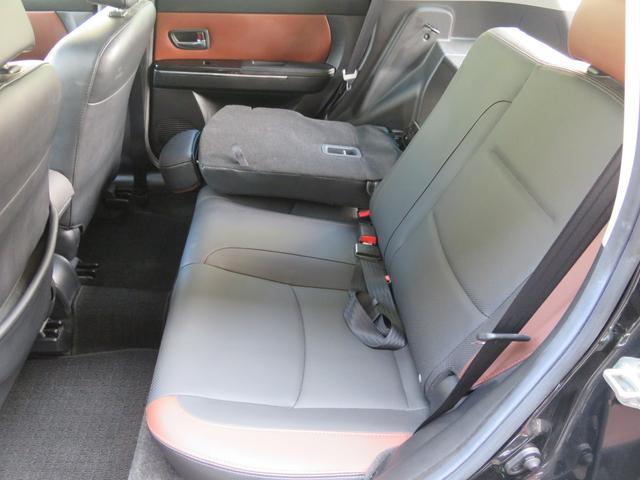 分割可倒式リヤシートで荷物の載せ方もいろいろアレンジできます。使用感の少ないシートはまだまだキレイですよ。