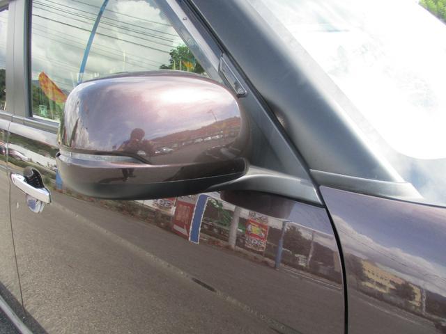 ドアミラーウィンカーは見た目もかっこいいけど、それ以上に他の車からの視認性が大幅アップ!安全性も高いんです!