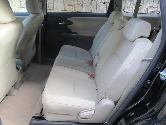 左右別々にスライド出来るセカンドシーとは乗車人数や荷物の量で自在に室内空間を変えられます。