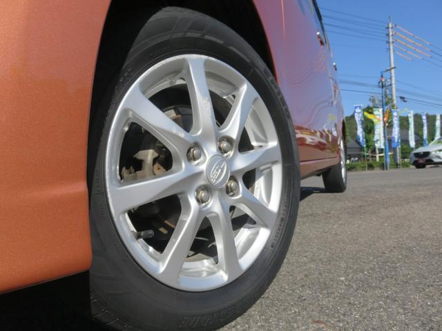 4本とも新品の国産タイヤに交換してます。ホイールも目立つ様なガリ傷もなくキレイです。