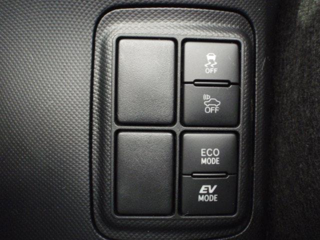 『EVモード』はモーターのみで走行しガソリンを消費しないハイブリッド車ならではの環境にも優しい走行です