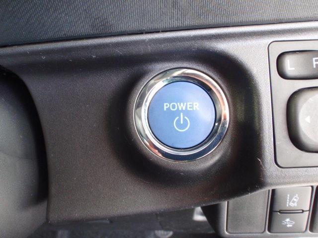 ブレーキを踏みながらパワースイッチを押すだけでシステム起動ができます