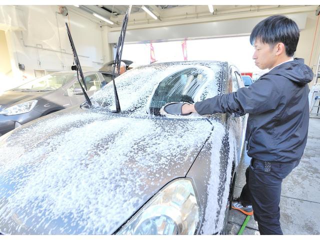 あわの弾力から細かさまで、こだわったサンボレのあわ洗車です。また、もっと車をキレイにしたいお客様には、オリジナルコーティングもご用意しております。 お気軽にご相談ください。