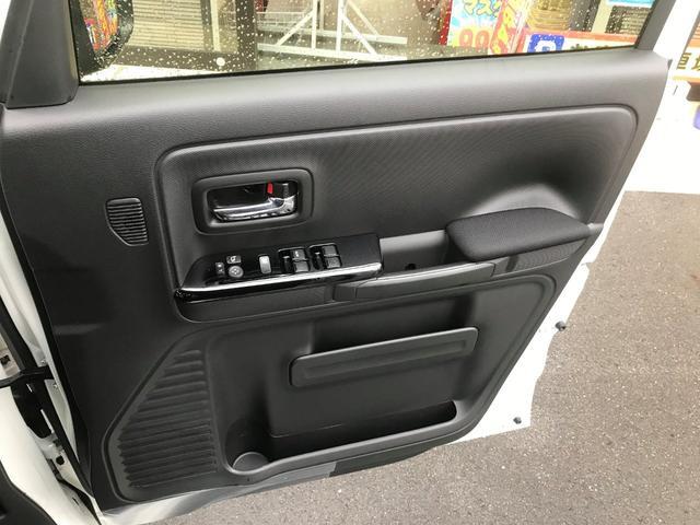 ハイブリッドXS 新車保証5年10万キロ スマートキー 禁煙車 オートライト レーンアシスト LEDヘッドランプ シートヒーター クリアランスソナー エアロ 盗難防止システム(9枚目)
