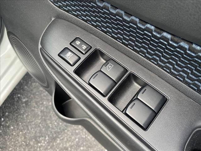 X FOUR 切替4WD・エマージェンシーB・インテリキー・Pスタート・ウィンカーM・AUX付CD・車線逸脱警報・横滑防止・オートAC&ライト・Wエアバック・ABS・ライトレベライザー・燃費良好18.2Km/L(34枚目)