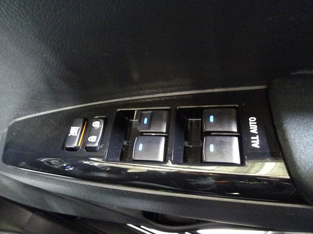 運転席ドアのパワーウィンドゥスイッチ。
