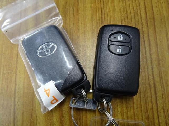スマートキー、これを持っているだけで、ドアロックの開閉、エンジン始動がワンタッチ。