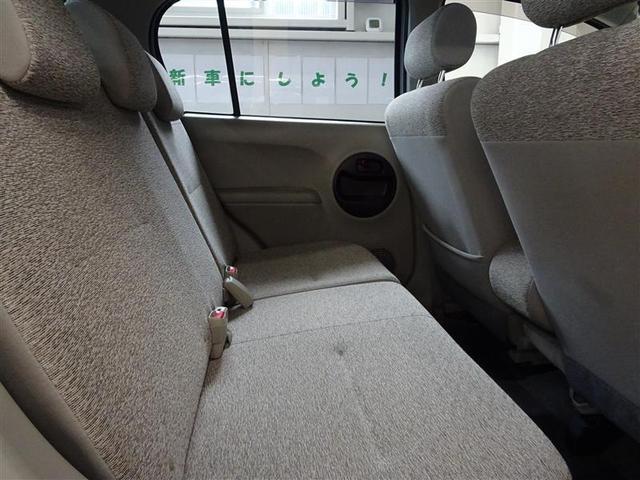後部座席も、コンパクトながら足元ゆったりです。