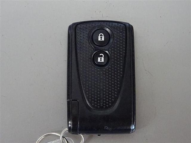 キーはスマートキー。ポケットやバッグにに入れたまま、エンジンをかけたり、施錠・開錠ができます。