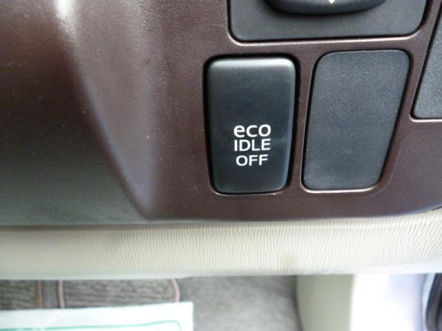 アイドリングストップ機能付き。信号待ち時にエンジンが止まるので、燃費の向上と排出ガスの低減をします。
