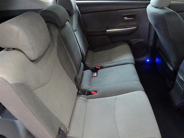 後部座席はリクライニングもできるので、快適に過ごせます。