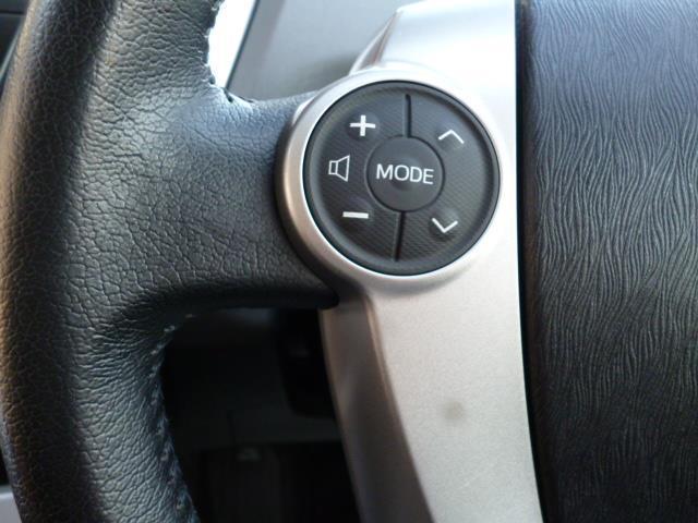 ステアリングにオーディオ操作ができるスイッチ付。手元で操作ができます。