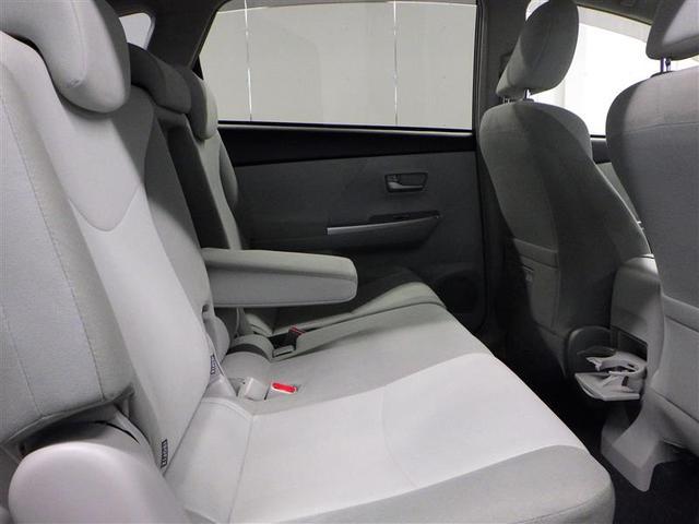 足元が広く、後席空間もしっかり確保されてます。