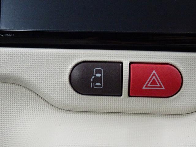 助手席スライドドアの開閉スイッチ。