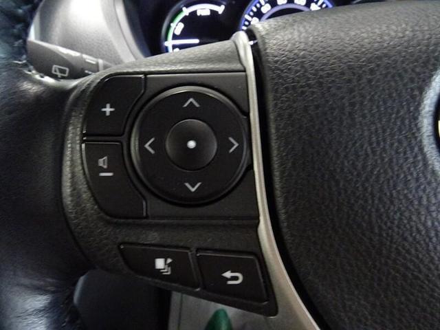 オーディオ操作はステアリングから手を離さずコントロールできます。