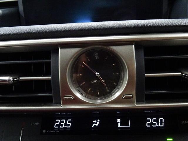 高級感ある時計は視認性も良いです。