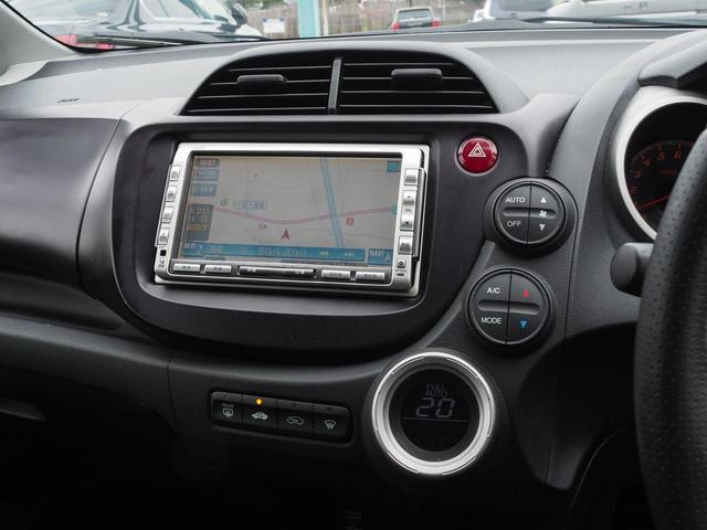 オートエアコンです。車内を常に快適な状態に保ちます。