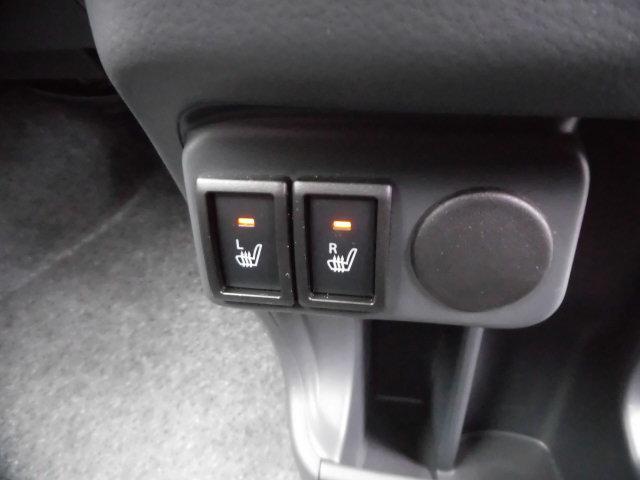 運転席助手席側シートヒーター付いてます☆冬場は助かる装備です♪