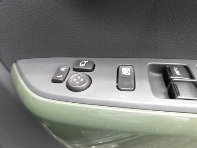 電動格納リモコンミラー ととっても便利!ボタン一つで楽々開閉!買い物やお出かけ先の駐車場で気が付いたら誰かにミラーを傷つけられた・・・なんて事が無いようにしっかり収納しておいてくださいね!