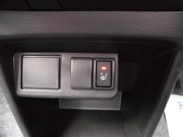 運転席側シートヒーター付いてます☆冬場は助かる装備です♪