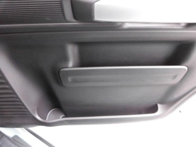 運転席横に小物入れがございます☆