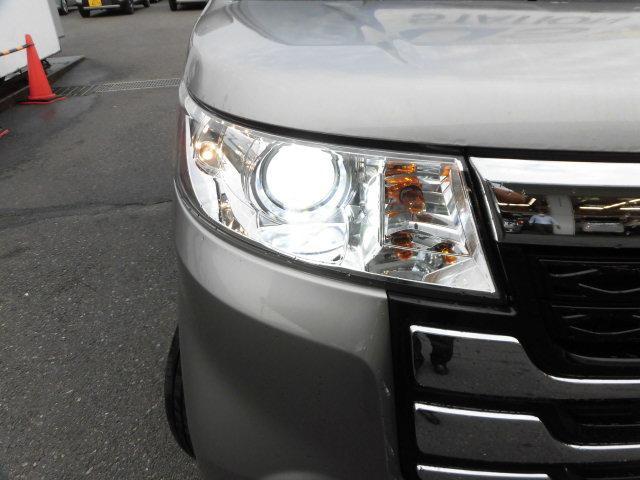 ディスチャージヘッドライトです!暗くなった時に明るく照らしてくれるので安心して運転していただけます☆