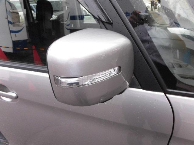 ウィンカー付ドアミラーです!!対向車が気づきやすくなり安心して運転出来ますね♪