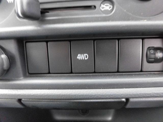 4WDの切り替えはボタン一つで操作が出来ます☆