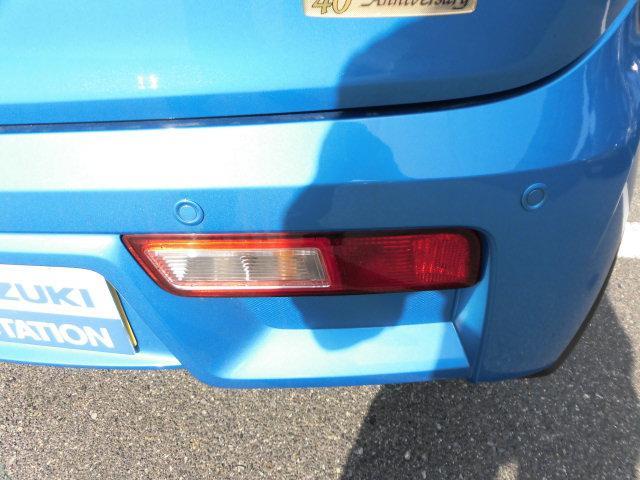 リヤバンパーに4つの超音波センサーを内蔵し、車両後方にある障害物を検知。透明なガラスなども検知でき、コンビニの駐車場などでの衝突回避をサポートします☆