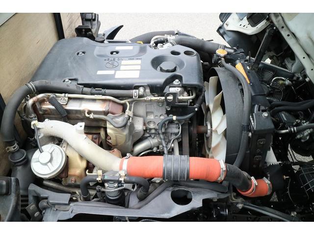エンジン型式は4JJ1になります。