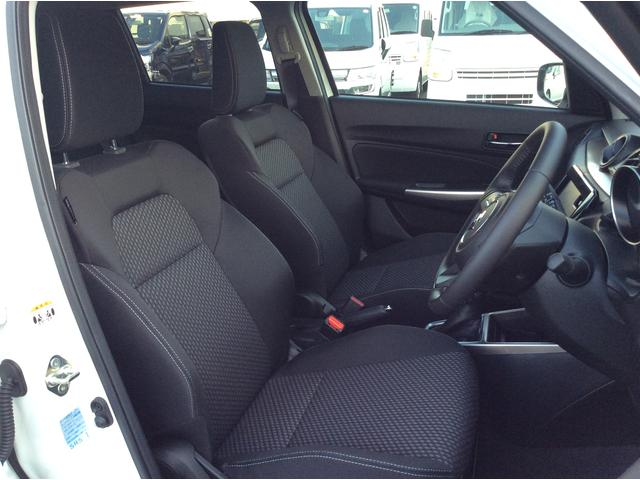 運転席、助手席は適度にホールド性もあります!