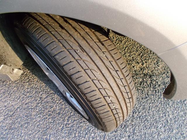 タイヤ残り溝:5分山くらい