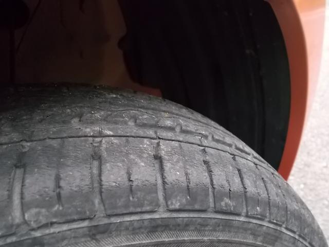 タイヤ残り溝:4分