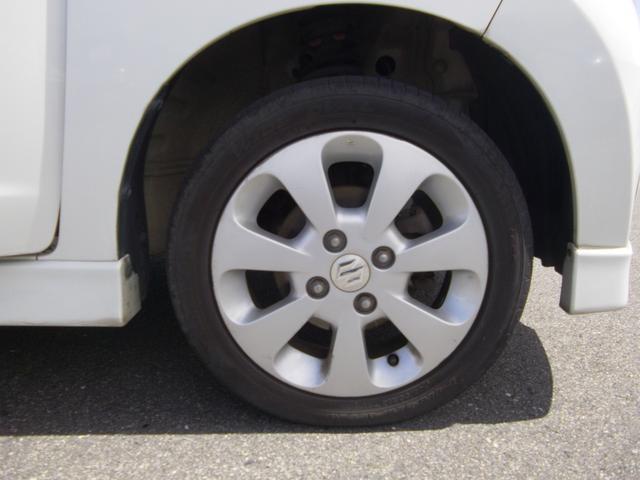 14インチアルミホイール&扁平タイヤ。