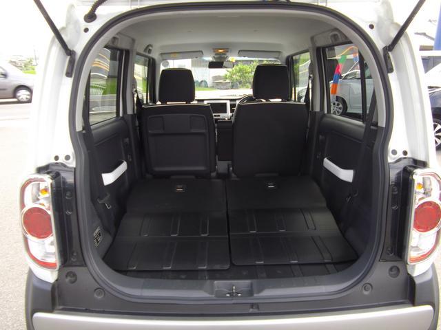 後席シートが6:4に分割となり乗車スペースも確保しながら長い荷物も積み込めます。