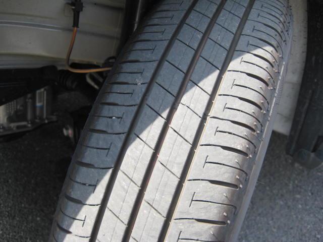 タイヤ溝も残っています