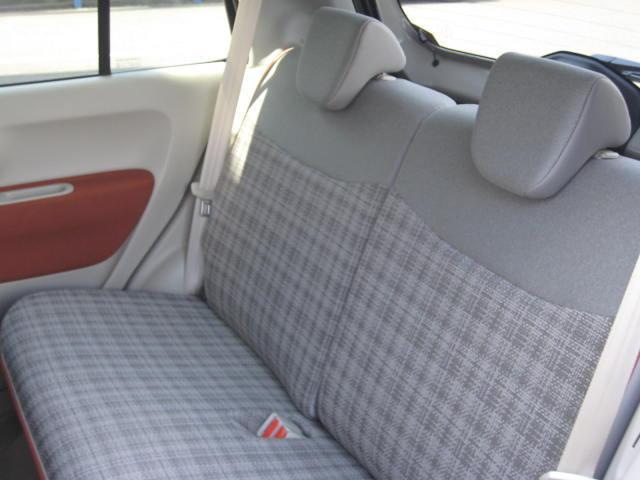 リヤシートは使用感がほとんどありません