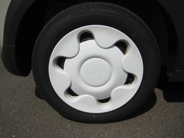 タイヤサイズは14インチスチールホイールです