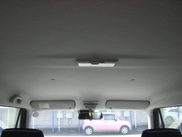 天井もキレイ☆ルームランプも中央に配置され室内を明るくできます☆