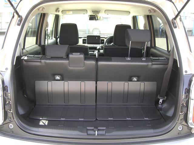 荷室の素材は防水性の高いビニール素材で汚れものも安心。ゴルフバッグ収納可能です!