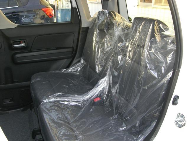 リヤシートはビニールがかかっていて使用感がほとんどありません