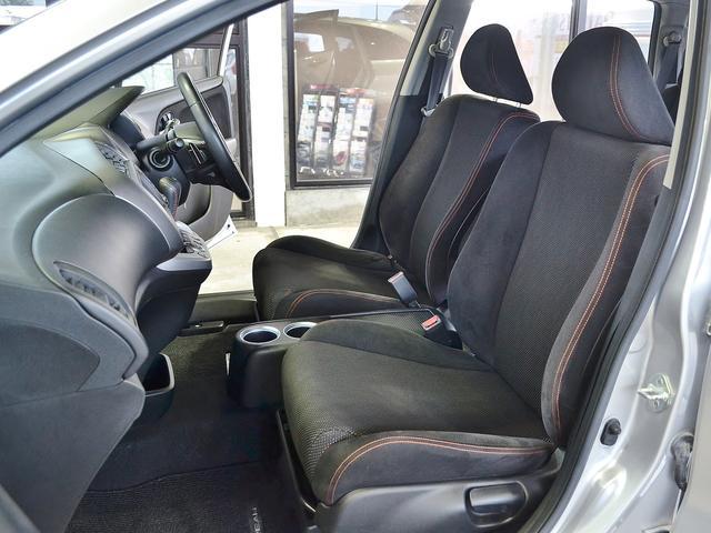 シートコンディションも良好でございます☆後ろ座席も悠々と座れ足も伸ばせます。