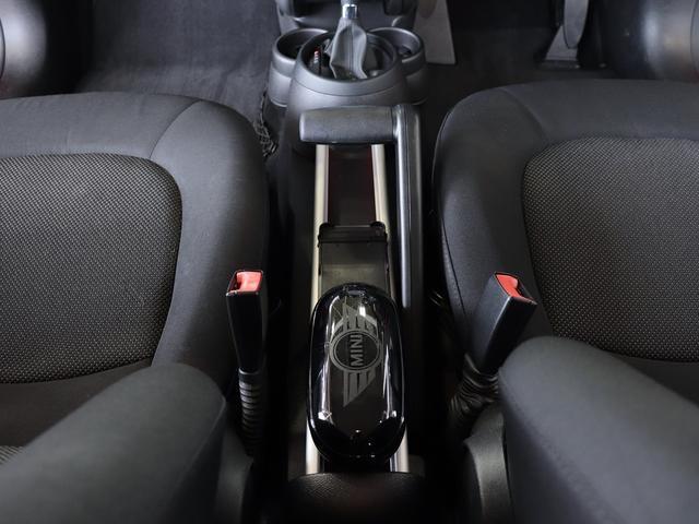 ワン クロスオーバー ・禁煙車・外ポータブルナビ・純CDオーディオ・ETC・ドライブレコーダー・革巻きステア・純16AW・LED・プッシュスタート&スマートキー・横滑り防止(24枚目)
