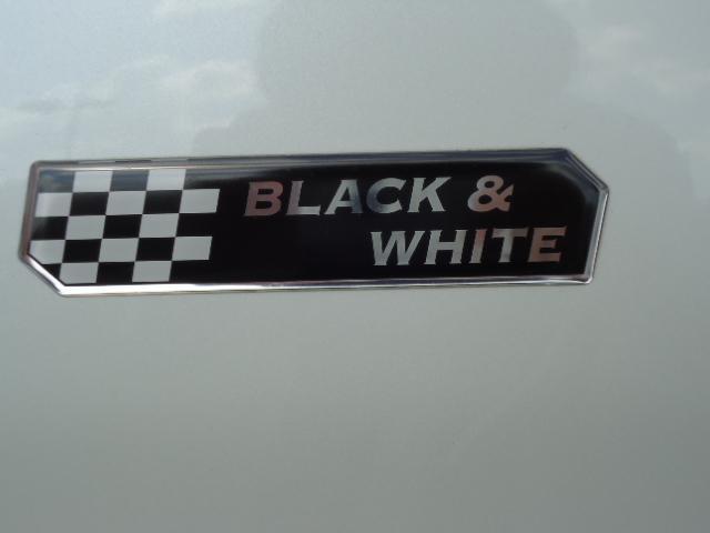 スズキ ソリオ ブラック&ホワイト