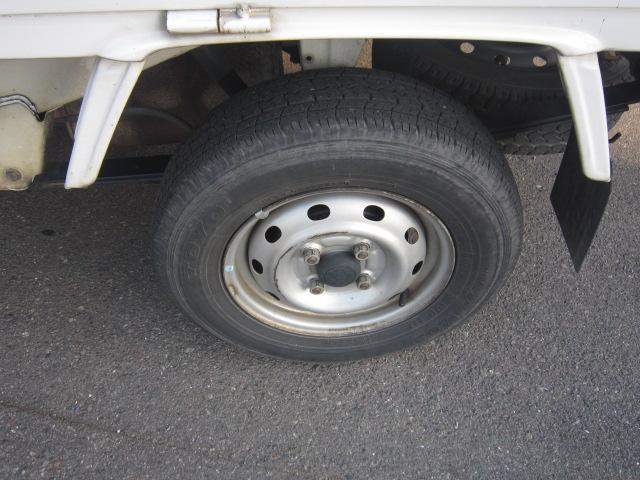 タイヤは新品に交換します。