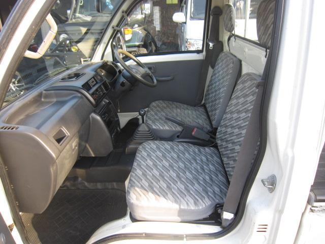 助手席内/シートの破れは無いです。