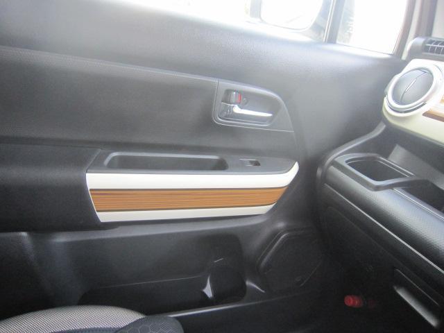 純正OPのドアパネルにウッドデカール貼り。グローボックスの蓋に多少の小傷は有ります。県外納車&全国納車OK。