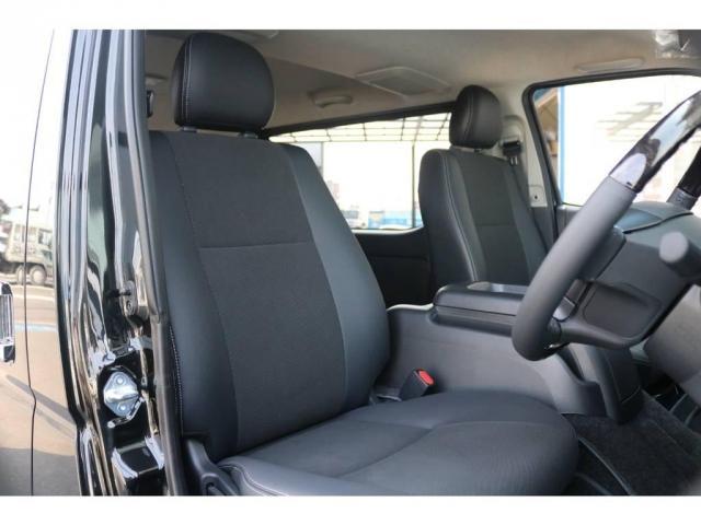 シートも特別仕様車専用のハーフレザーシートで高級感があります♪